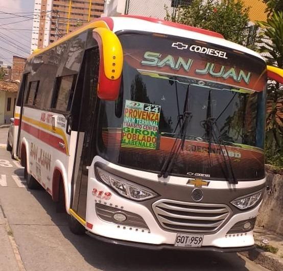 Microbus Marca Chevrolet Chasis Nkr,3 Cc Diesel-17 Pasajeros