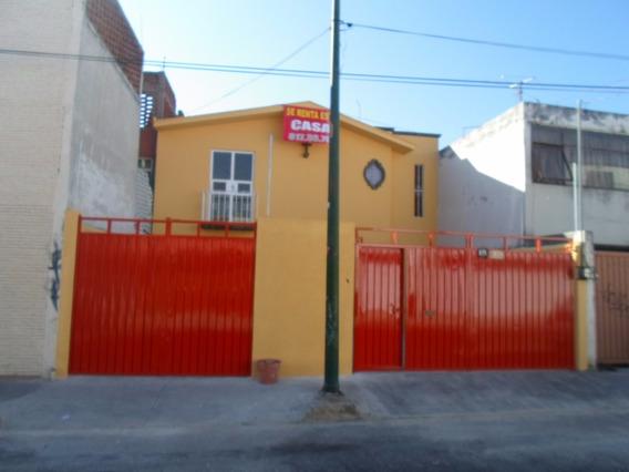 Casa A Una Calle De Plaza Cristal