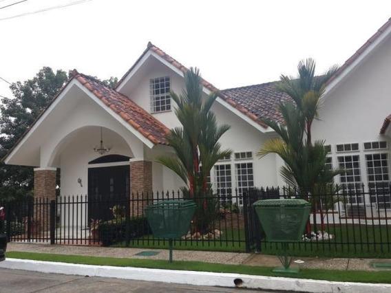 Casa En Venta En Brisas Del Golf #19-4237hel**