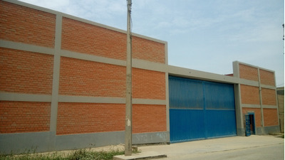 Se Alquila Local Comer. Almac. De 1750m2