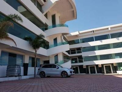 Edificio Nuevo Queretaro 3 Pisos Empresa Lider, Escuela