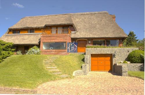 Impecable Casa Playa Mansa- Ref: 624