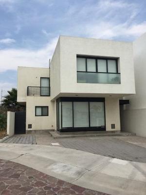 Casa En Renta En Querétaro, Corregidora, Cañadas Del Lago, 3 Recs, 2.5 Baños.