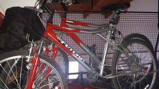 Hola Vendo 2 Bicicletas Rodado 26 Ambas Poco Uso.