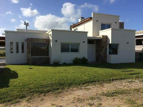 Imagen 1 de 7 de Casa 3 Dormitorios En Costa Esmeralda Con Piscina