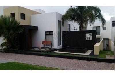 Casa En Renta, Privadas Del Pedregal Fase 1, Zona Residencial. Acabados De Lujo.