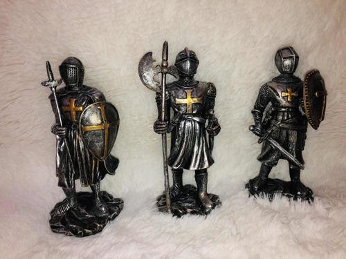 Figuras Decorativas De La Época Medieval