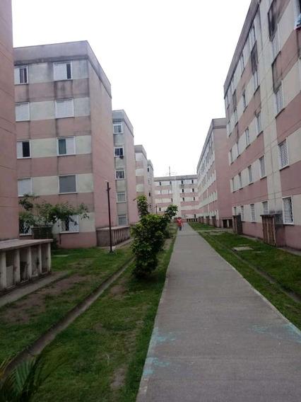 Apartamento De 2 Quartos Cozinha Área De Serviço E Banheiro.