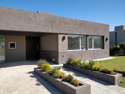 Casa 4 Amb. Barrio Cerrado Canning Jardin Parrilla Seguridad
