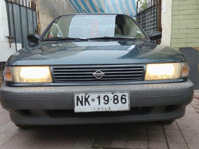 Nissan V16 Ex Saloon, Tapa Roja