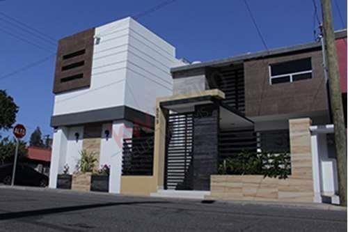 Venta - Casa Jardines Del Lago En Esquina / $ 2,790,000.00