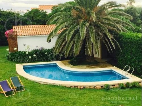 Casa En Península Punta Del Este, 6 Dormitorios, Jardín Y Piscina.- Ref: 890