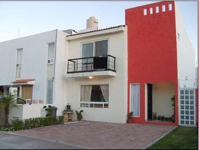 Linda Casa En El Refugio, Moderna, 3 Recámaras, 2.5 Baños, Estudio. 139 M2