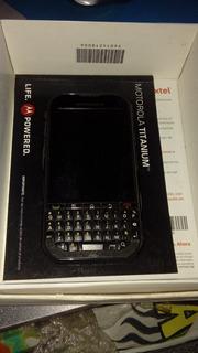 Teléfono Motorola Modelo Titaniumen Caja