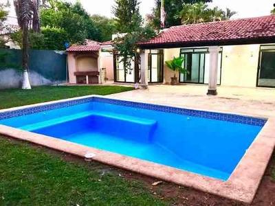 Residencia En Venta Club De Golf La Ceiba Con Piscina