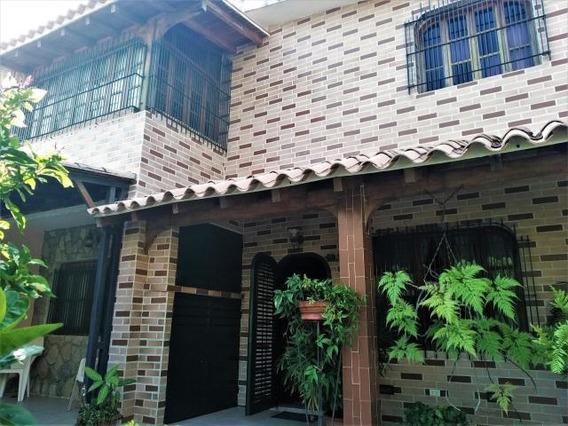Casa En Venta Trigal Norte Carabobo 19-7584 Lf.