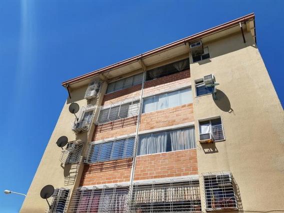 Apartamento En Venta Urb Parque Los Samanes Cod. 19-19938