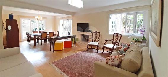 Casa Em Condomínio, Com 4 Dormitórios E 3 Vagas. Espaçosa E Em Local Excelente. - 375-im456432