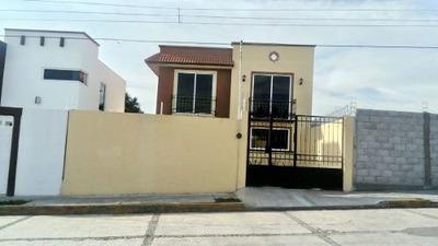 ¡¡ Estrena Hermosa Casa De Dos Niveles En Col Granjas De Guadalupe Apizaco !!