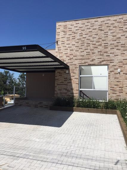 Casa Em Condomínio Fechado Com 3 Suítes, Sendo 1 Master