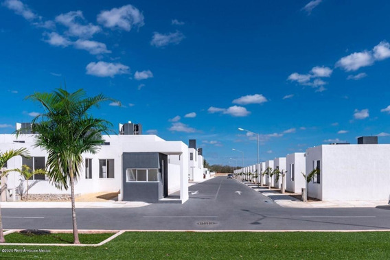 Casa En Venta En Residencial Las Palmas, Kanasin, Rah-mx-20-3105