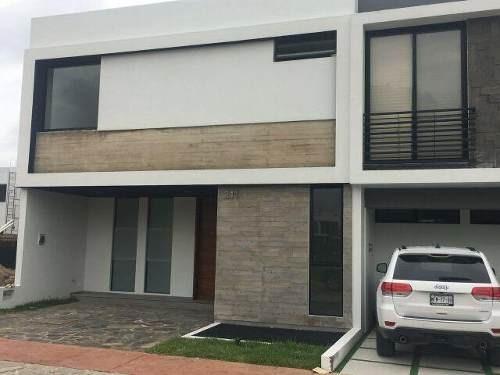 Hermosa Residencia En Solares (en Coto) Frente A Casa Club