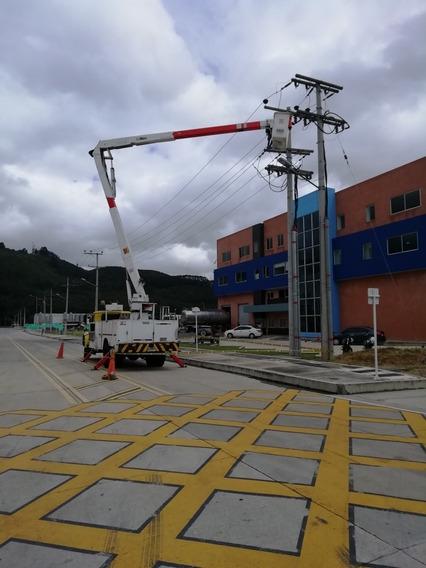 Alquilo Grúa Canasta Dieléctrica 18 Mts