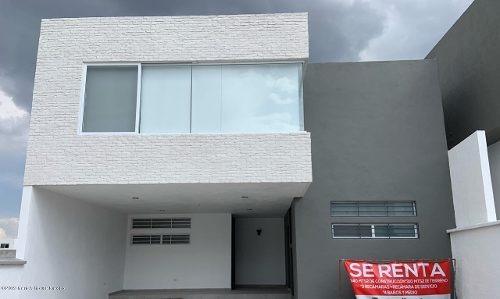 Casa En Renta En Cumbres Del Lago, Queretaro, Rah-mx-19-1553
