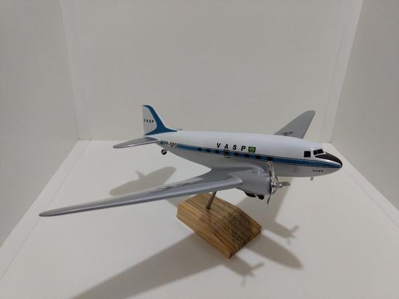 Maquete De Avião Em Resina Dc-3 Vasp Brasil - (27 Cm)