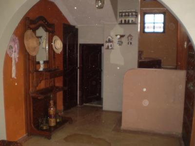 En Tumbaco Arriendo Casa De 4 Dormitorios - Sector Hylacril