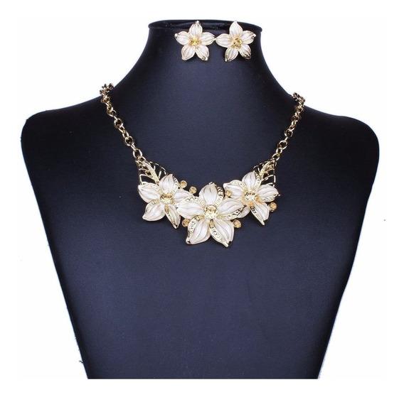 Colar E Brincos Em Dourado Com Flores Brancas