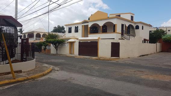 Alquiler Casa De 6 Habitaciones Y Dos Cuarto De Servicio,