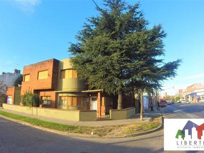 Casa De 7 Amb // Ramos Mejia // Alquiler