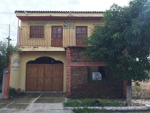Casa En Venta Con Excelente Ubicación En Villa De Álvarez