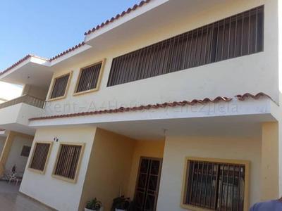 Casa En Venta, Urb Santa Fe, Punto Fijo