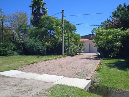 Casa Esquina Sobre Avda. 2 Dormitorios, Lagomar Sur.
