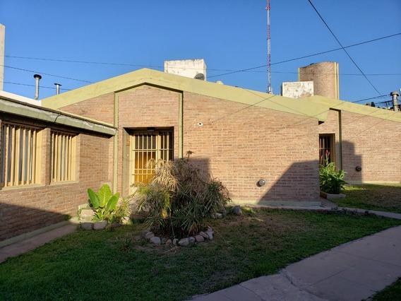 Alquilo Casa De 2 Dormitorios , Patio Y Cochera. D. Cala 300