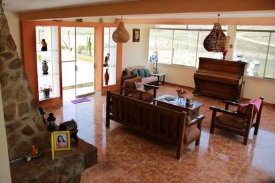 Casa Azpitia 3,500m2 Finos Acabados $300,000
