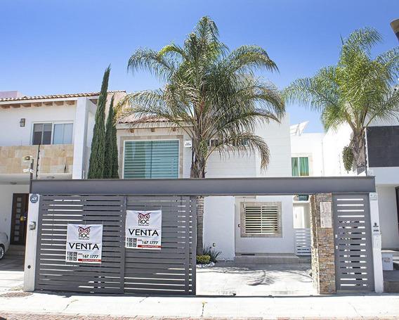 Casa En Venta, Con Piscina Y Terraza Bar, En Cumbres Del Lago, Juriquilla
