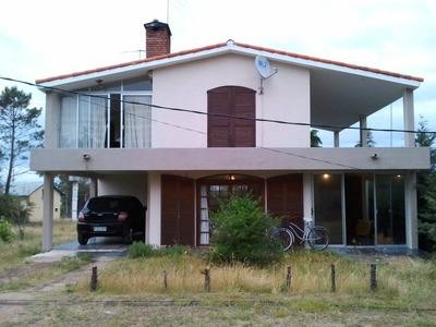 Hermosa Casa En 2 Plantas, A Metros Del Mar.