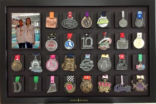 Imagen 1 de 4 de Medallero Vinipiel Para 28 Medallas Con Foto O 32 Medallas