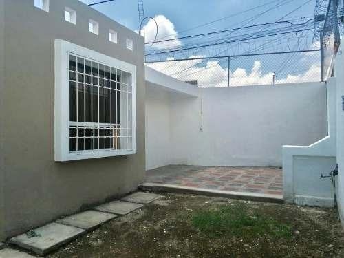 Casa Sola En Venta Fracc San José, Bonita Casa De 2 Rec Amplio Terreno