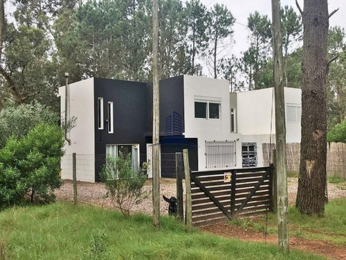 Casa En Venta Parque Burnett, 3 Dormitorios- Ref: 1448