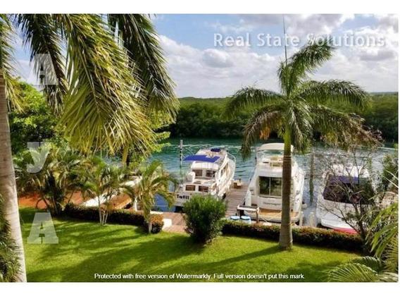 Casa En Venta De 3 Recámaras Sala Tv Oficina En Pescador, Zona Hotelera, Cancun
