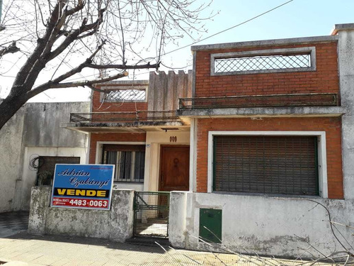Imagen 1 de 1 de Moron Central-casa Al Frente En P.h.-3 Ambientes