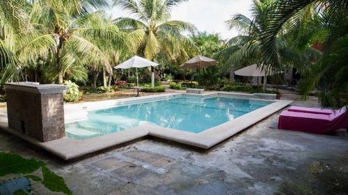 Imagen 1 de 29 de Residencia Tipo Hacienda Con Alberca En Venta En Cancun  C2291