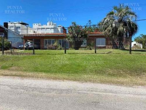 Casa En Venta En Playa Mansa, Pinares- Ref: 282