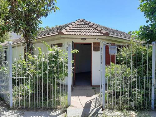 Imagen 1 de 10 de Chalet 3 Ambientes Con Parque Y Garage Pasante