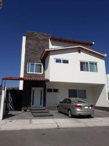 Casa Grande En Renta Dentro De Privada Zibata Queretaro