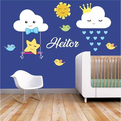 Imagem 1 de 3 de Adesivo Decorativo Nuvens Menino Balanço Quarto - Com Nome